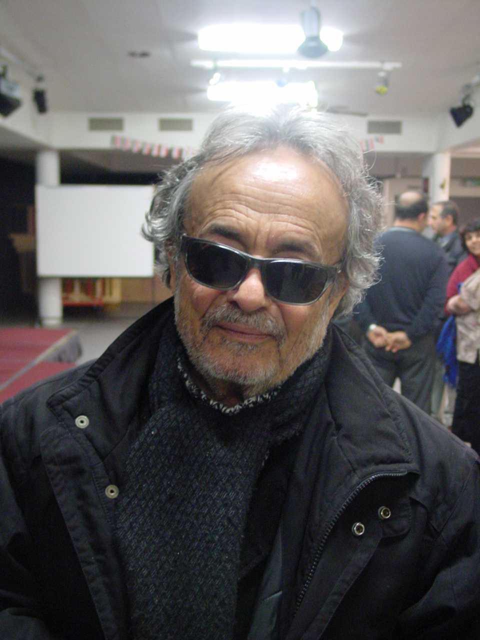 Adonis på besök i Syriska föreningen صورة لادونيس حين زار النادي السوري